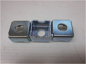 上板部品の亜鉛メッキ 3価光沢クロメート加工事例