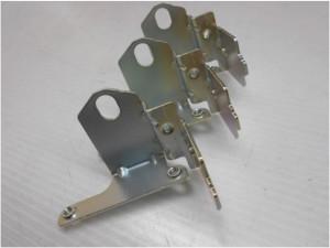 取付金具部品の亜鉛メッキ3価有色クロメート加工事例
